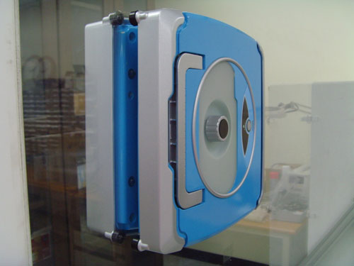 E zicom va distribuer le robot laveur de vitres windoro blog kelrobot - Limpiar cristales grandes ...