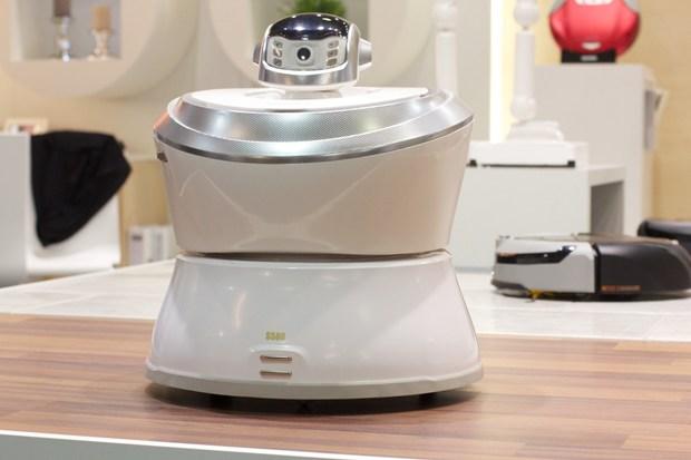 le famibot s586 de chez ecovacs surveillera votre maison blog kelrobot. Black Bedroom Furniture Sets. Home Design Ideas